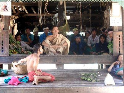 Rencontre avec les villageois au temple